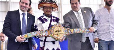 Presentan cinto Huichol para la pelea del Canelo y Chavez Jr