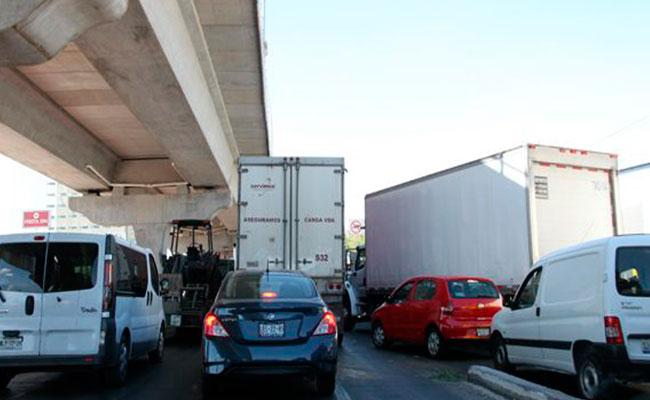 [Video] Regreso de vacacionistas congestiona vías de acceso a la CDMX