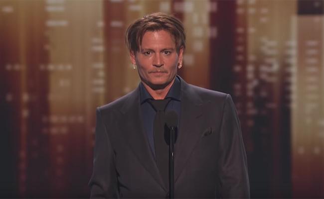 Conmovido, Johnny Depp reaparece en los People's Choice