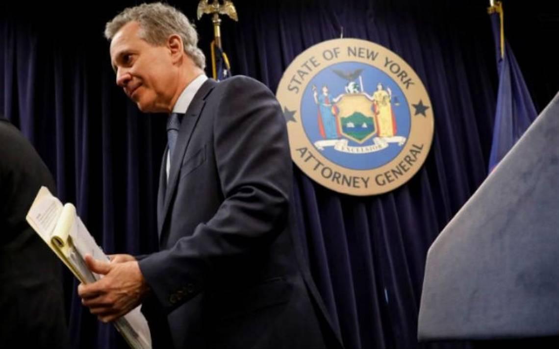 Dimite fiscal de Nueva York, acusado de violencia contra mujeres