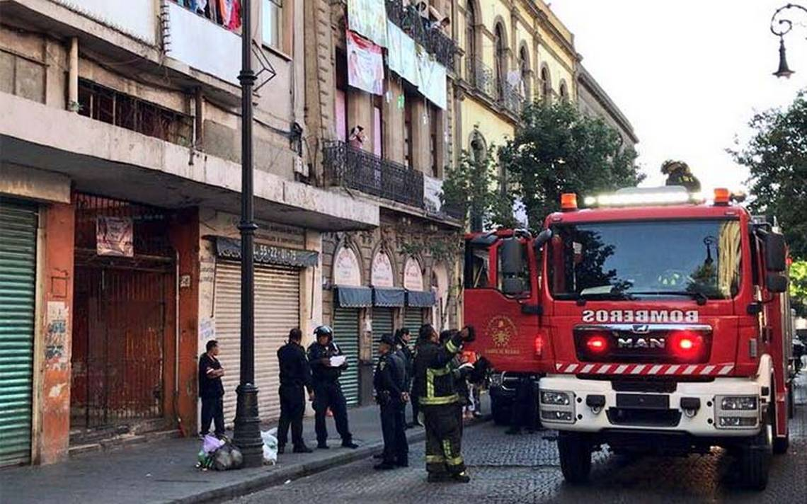 Bomberos sofocan dos incendios; uno en el Centro y otro en Iztapalapa