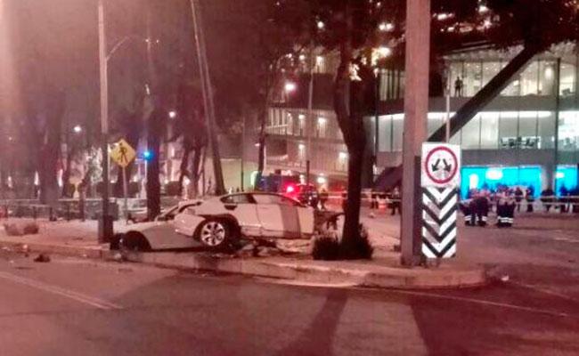 Capitalinos expresan condolencias a víctimas de accidente en Reforma