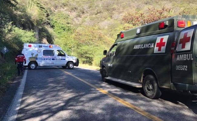 Volcadura de camioneta deja un militar muerto en Jalisco