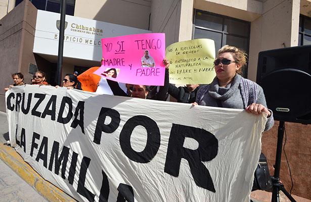 Bloquean oficinas del Registro Civil de Chihuahua