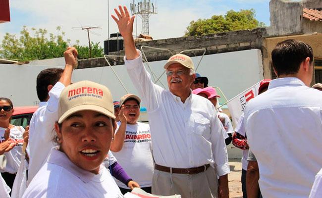 Navarro propone bajar sueldos de funcionarios en Nayarit
