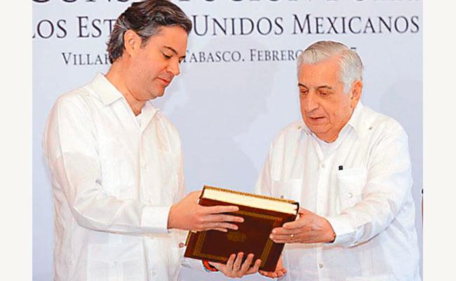 Entregan facsimilar de la Constitución a Tabasco
