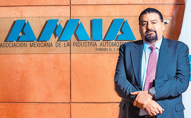 Sector automotriz mantiene planes de fabricar cinco millones de autos en México