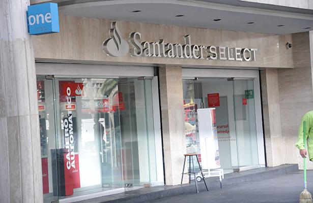 Santander México gana 742 millones de  dólares en 2016; 11.1% más que en 2015