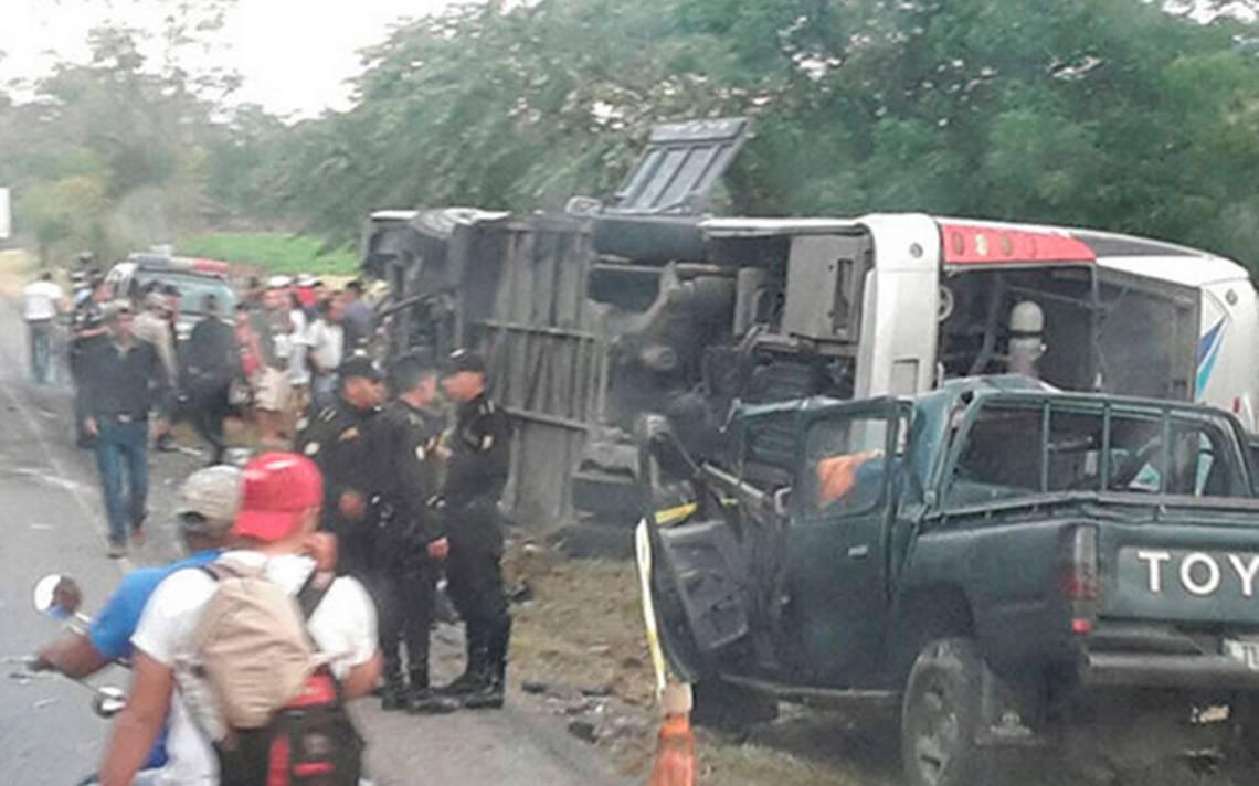 Un hondureño falleció y 20 resultaron lesionados en accidente cuando eran repatriados: INM