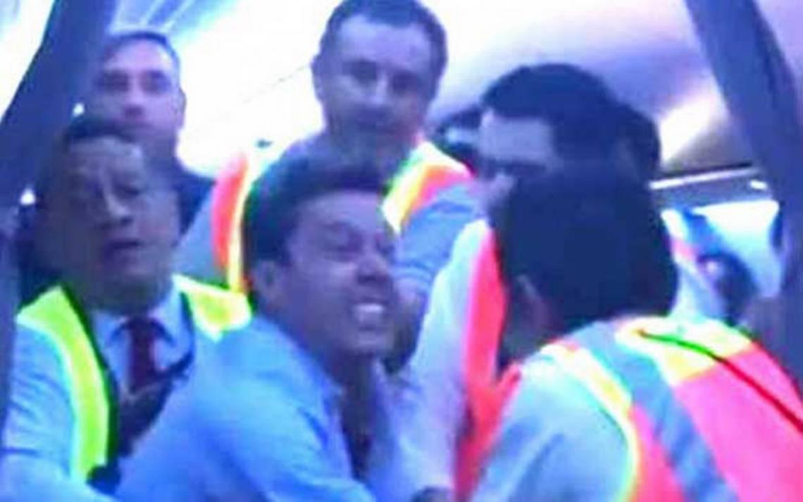 Hombre violento golpea y muerde a empleados en vuelo de Aeroméxico