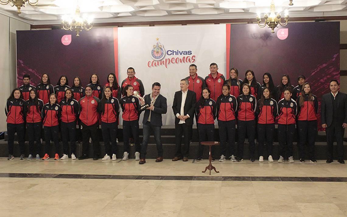 Las campeonas Chivas visitaron al Gobernador de Jalisco