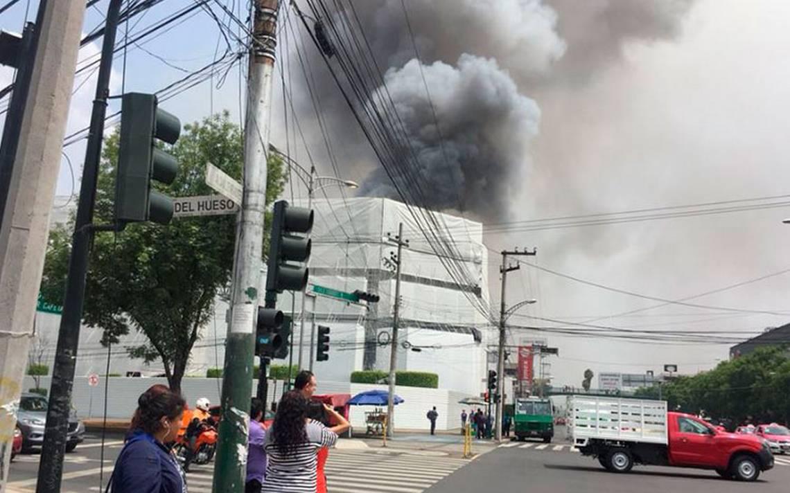 [Video] Controlan incendio en Galerías Coapa