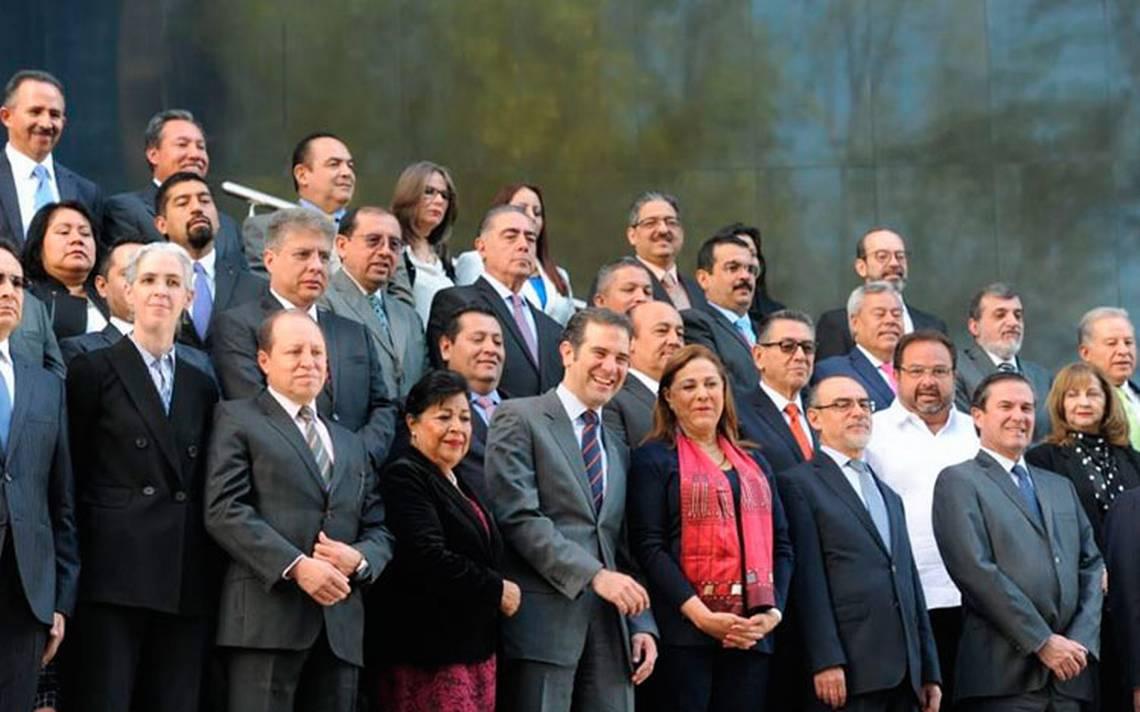 INE entrega constancia a 96 senadores de mayoría y primera minoría