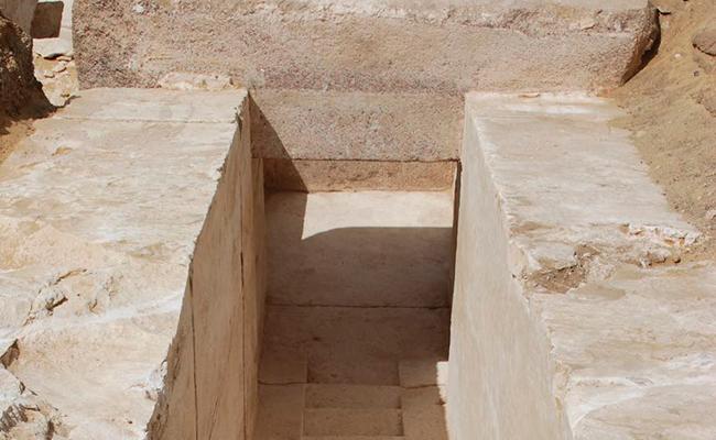Descubren pirámide de  3 mil 700 años en El Cairo