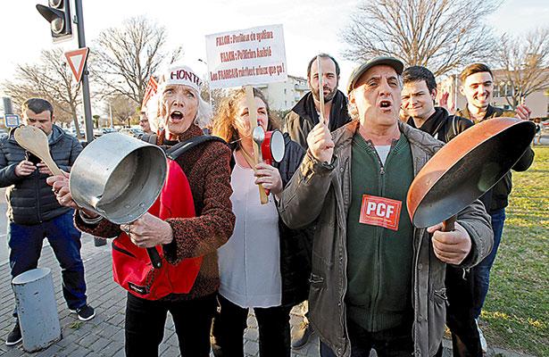 Urden golpe para que Francois Fillon retire su candidatura