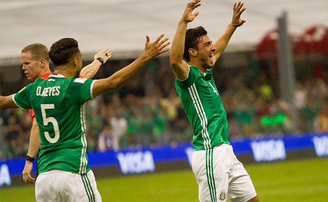 México arrasa 3 – 0 a Honduras y pone un pie en Rusia 2018
