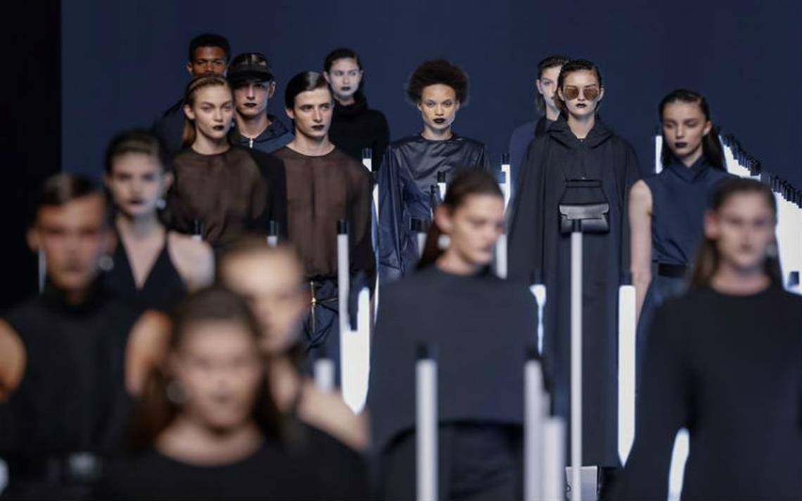 El plástico como protagonista en la moda