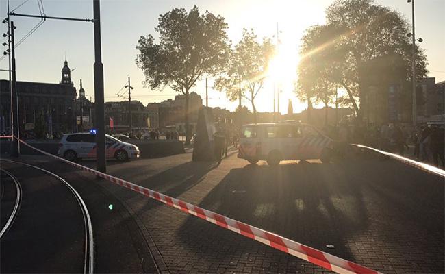 Automóvil atropella a peatones y lesiona a 5 en Amsterdam