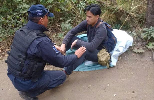 Localizan ileso a excursionista de EU extraviado en La Malinche