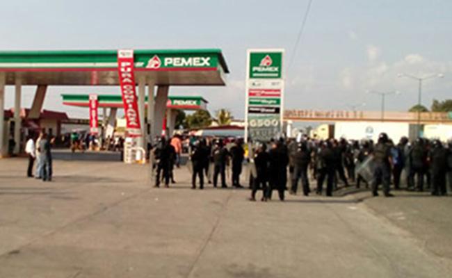Policías intentan desalojo de manifestantes en Chiapas