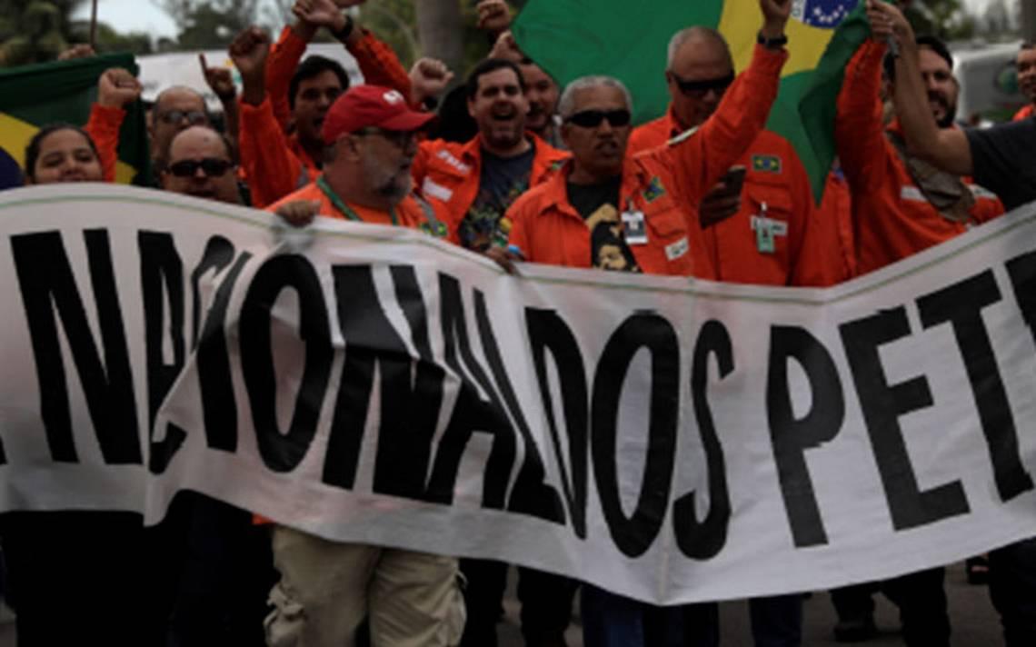 Tras protesta nacional de camioneros, petroleros inician huelga en Brasil