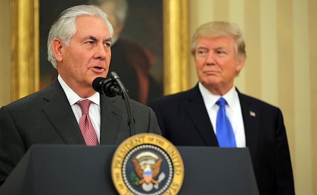 En su primer día como Secretario de Estado de EU, Tillerson habla con México