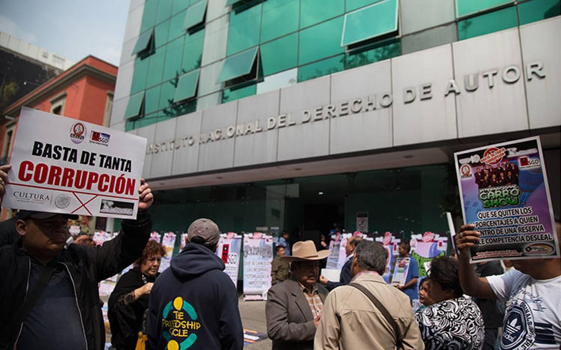 Artistas se manifestaron a las afueras del Indautor