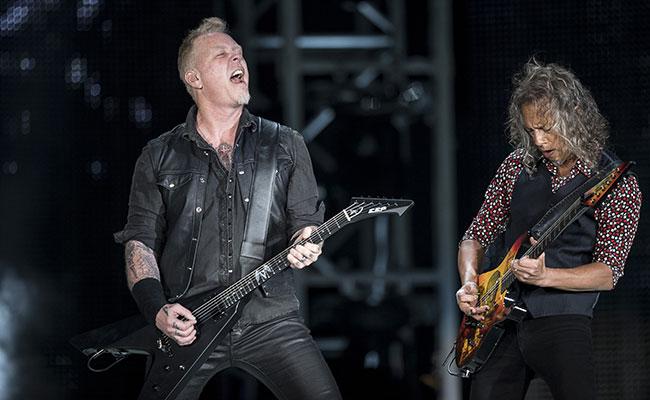 Metallica hace vibrar a 60 mil almas en su primer concierto