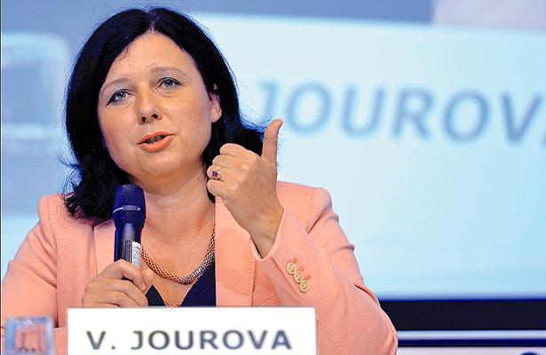 Volkswagen debe compensar a clientes europeos por engaño de emisiones