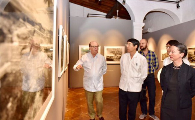 Embajador de Japón recorre instalaciones del Jardín Borda