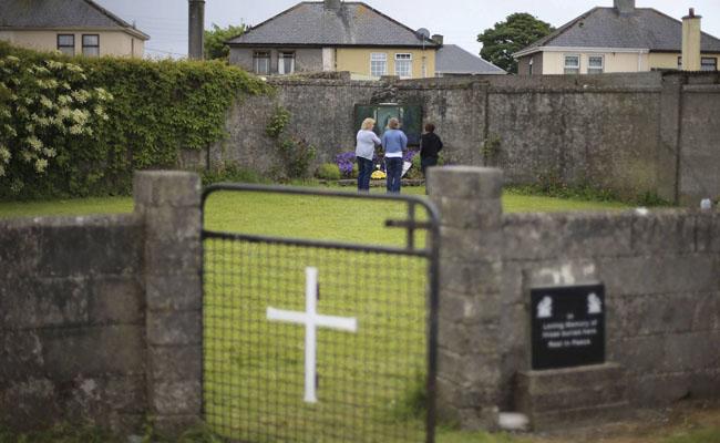 Hallan fosa con cuerpos de niños en orfanatorio católico de Irlanda