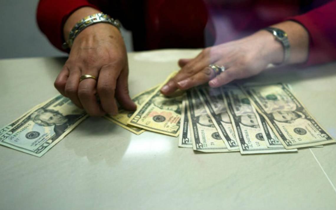 Dólar se cotiza en un precio máximo de 18.63 pesos en bancos