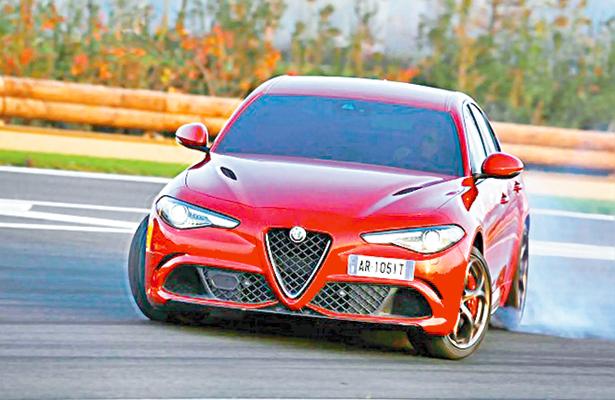 Giulia, de Alfa Romeo, obtiene reconocimiento de especialistas
