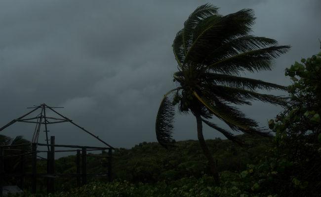 Franklin se convierte en huracán categoría 1 antes de impactar a Veracruz