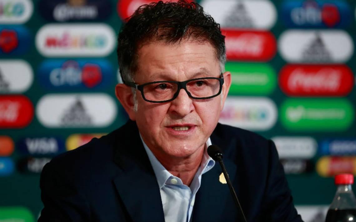"""Juan Carlos ignora el """"fuera Osorio"""" de la afición y confía que México hará un gran Mundial"""