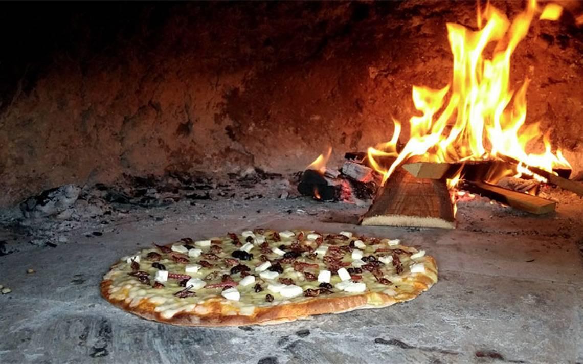 Chapulines hasta en la pizza, en Tlaxcala