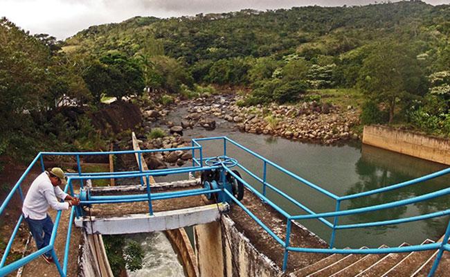Pobladores de Soteapan, Veracruz, amenazan cerrar presa