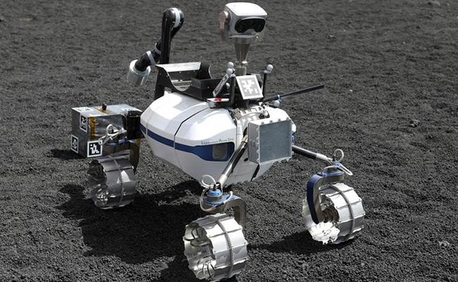 Científicos prueban robots lunares en monte Etna previo a su lanzamiento al espacio