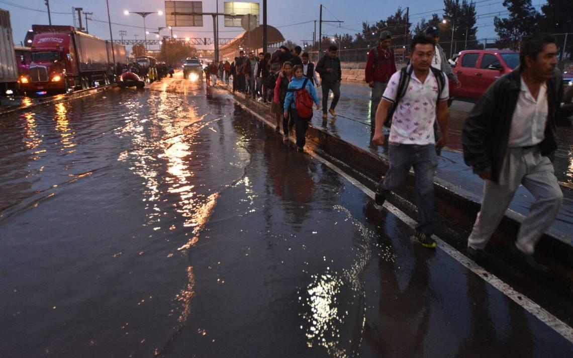 Muere niño al caer a una coladera entre inundaciones en Los Reyes