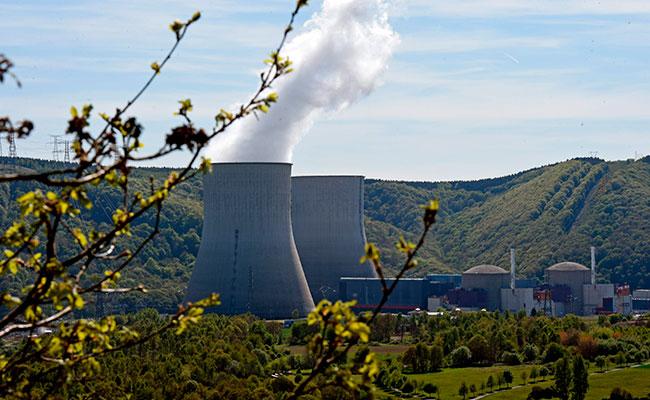 Francia cerrará un tercio de sus centrales nucleares antes de 2025