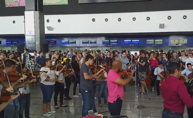 Flashmob en Aeropuerto Internacional de Los Cabos