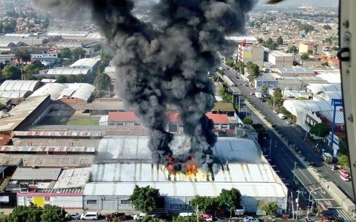 Controlan incendio en fábrica de zapatos en Iztapalapa
