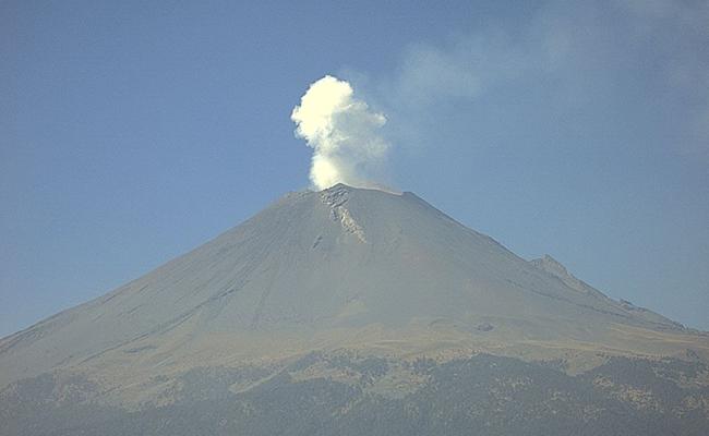 Emitió Popocatépetl 62 exhalaciones de baja intensidad