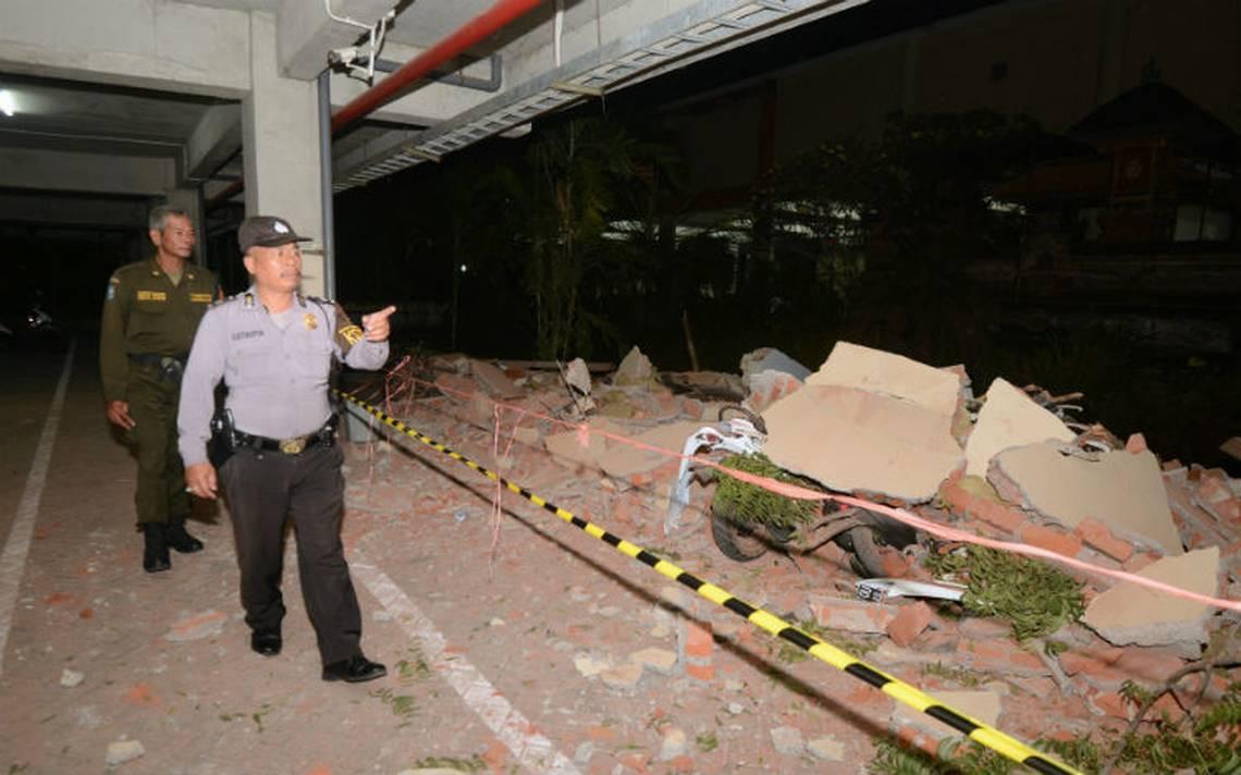 Suman 82 muertos y cientos de heridos tras sismo en Indonesia