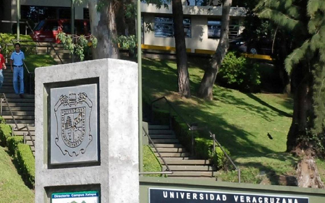 Cesan a docente en Veracruz