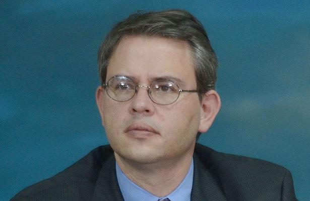 Decisión política mantener precio de combustibles, afirma Miguel Messmacher