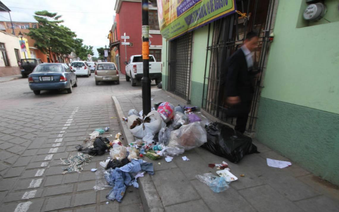 Proponen cárcel de 36 horas a quien tire basura en Monterrey
