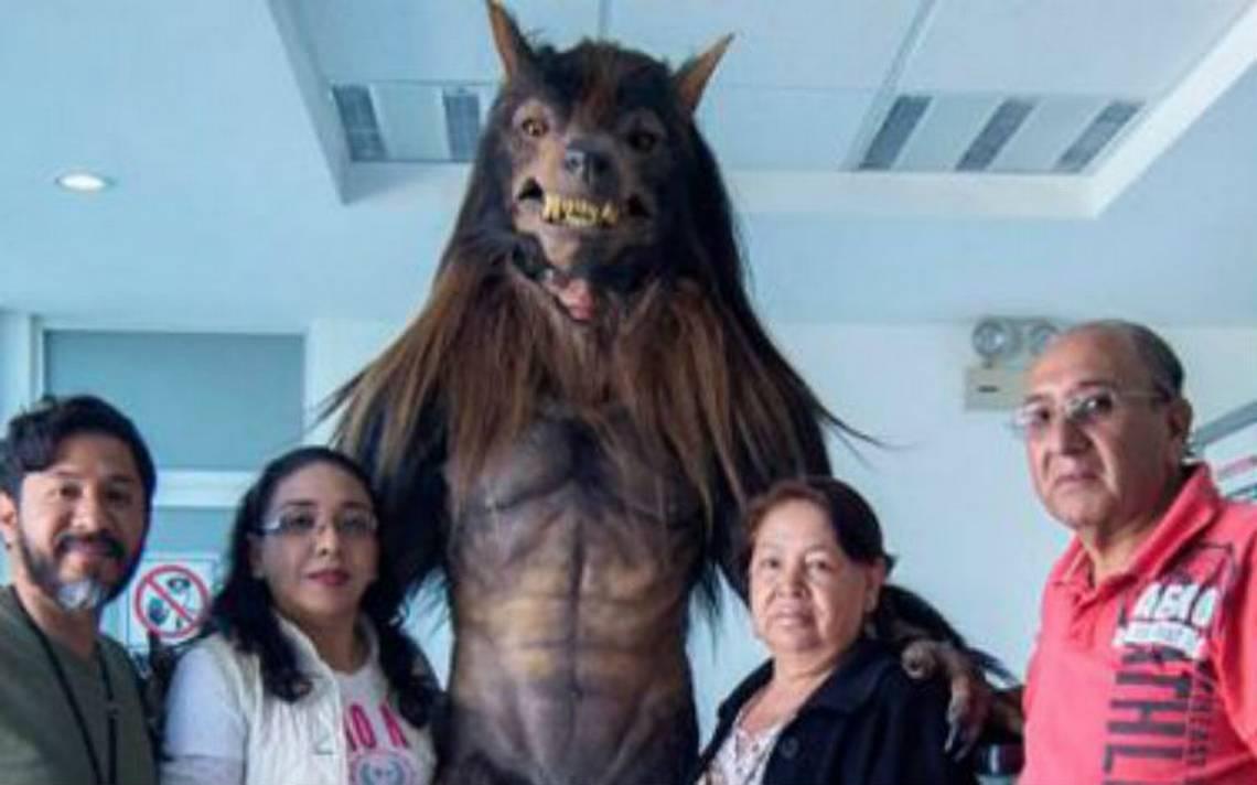 Lobos BUAP presenta aterradora mascota