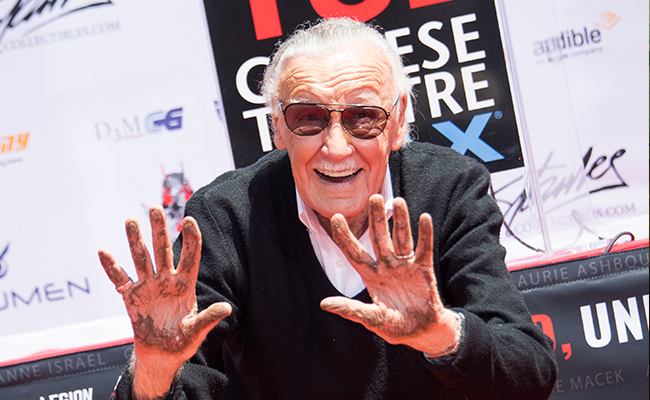 Me tocA? los genitales: masajista demanda a Stan Lee por agresiA?n sexual