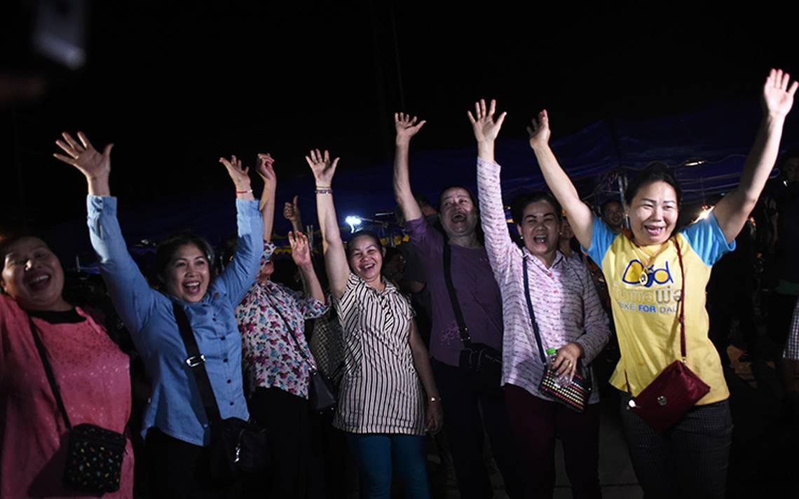 #Hooyah Entre lágrimas y bocinazos, así celebraron el rescate de los niños en Tailandia